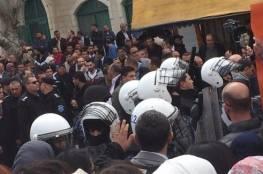 """رام الله: اعتقالات واصابات في اعتداء الاجهزة الامنية على وقفة ضد محاكمة الشهيد """"الأعرج"""""""