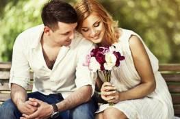 5 تصرفات تخبرك بأن زوجك يعشقكِ