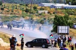 12 إصابة خلال قمع الاحتلال لمسيرة ضد الاستيطان شرق رام الله