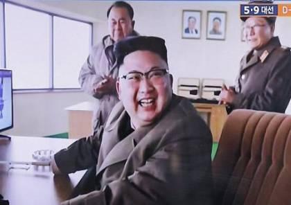 صور.. ديكتاتور كوريا الشمالية ينفجر بالضحك بعد نجاح تجربة صاروخية