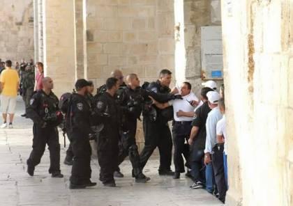 مستوطنون يقتحمون باحات المسجد الأقصى بحماية أمنية مشددة