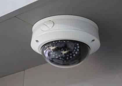 كاميرا مراقبة داخل غرفة تبديل ملابس النساء في البحرين