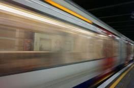 امرأة تقفز تحت قطار لتخيف زوجها!
