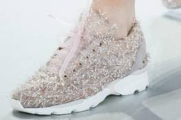 أحدث صيحات الأحذية الرياضية هذا الخريف
