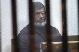 """""""مرسي"""" يقول إنه تعرض لحالتي إغماء بمحبسه وممتنع عن طعام السجن"""