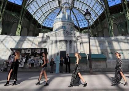 شانيل تحتفي بمعالم باريسية شهيرة في مجموعة أزياء جديدة
