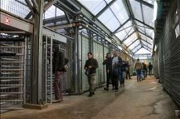 """دخول الدفعة الأولى من العمال الفلسطينيين لـ""""إسرائيل"""""""