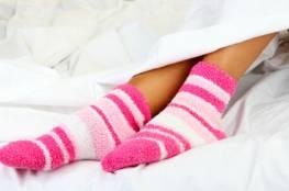 ارتداء الجوارب تساعد على النوم الهادئ