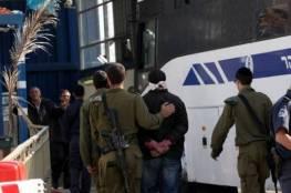 الاحتلال يعتقل عدد من الشبان من بينهم شقيق الاسيرة عهد التميمي