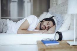 أسباب نوم الرجل بعيدا عن زوجته