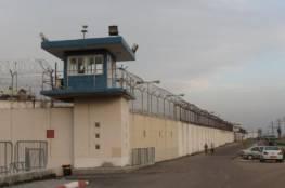 اسرائيل تقطع الاتصالات الخلوية قرب سجني النقب ونفحة