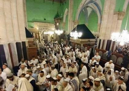 المستوطنون يستبيحون المسجد الإبراهيمي