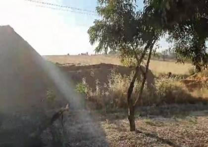 لهذا السبب .. بناء سواتر رملية على طول طرق غلاف غزة