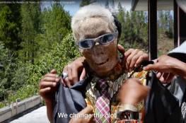 فيديو صادم: قرية باندونيسيا لا تدفن موتاها وتمارس طقوس غريبة
