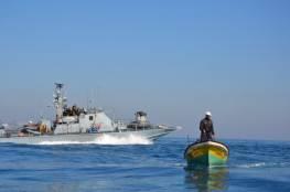 الزوارق الحربية الاسرائيلية تستهدف قوارب الصيادين في غزة