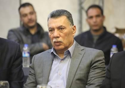 """حلس: لا نستطيع أن نتحمّل.. قطع الرواتب قرار خاطئ و""""الإجراءات"""" تستهدف غزة"""