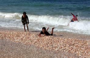 شاطئ دير البلح بقطاع غزة