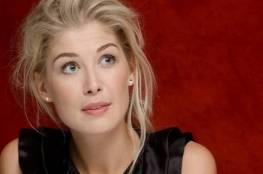 """ممثلة تكشف المستور: طُلب مني خلع ملابسي من أجل """"جيمس بوند"""""""