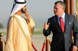 شاهد: سقوط حاكم دبي أثناء نزوله من الطائرة بمطار عمان