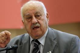 """مؤسسات حقوقية: عباس يخالف القانون في مد رئاسة """"النتشة"""""""