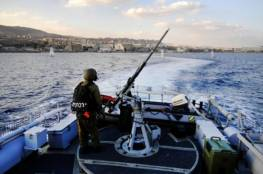 """الزوارق """"الإسرائيلية"""" تستهدف الصيادين جنوب القطاع"""