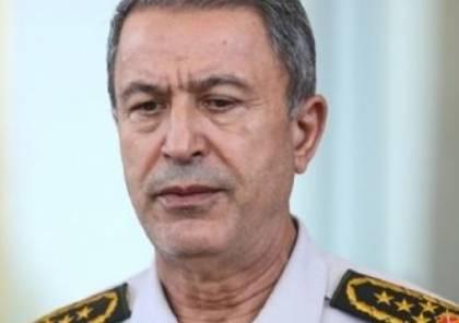 """وزير الدفاع التركي يزور سفينة """"TCG Giresun"""" الحربية ويلتقي جنود بلاده في ليبيا"""