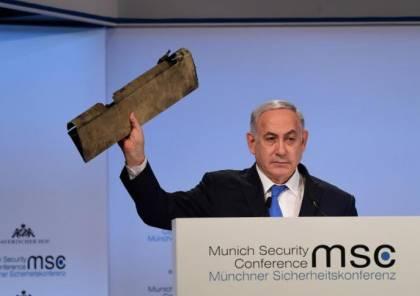 """نتنياهو يحذر إيران ملوحا بقطعة من طائرة مسيرة: """"لا تختبروا"""" إسرائيل"""