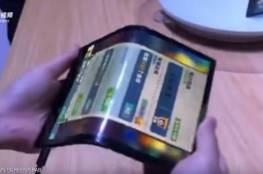 أول هاتف قابل للطي يحرج سامسونغ وهواوي