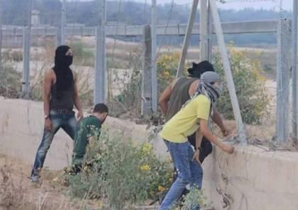 استهداف مجموعة من الشبان شرق مخيم البريج