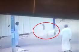 فيديو صادم:  لحظة سقوط جثة من اعلى بناية و ارتطامها بالارض