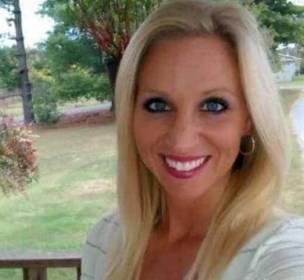 موظفة امريكية تغتصب طالبا