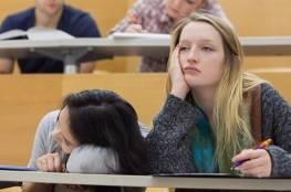 النوم بالمحاضرات قد يكون علامة على اضطراب عقلي