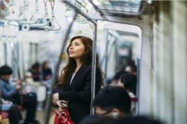 لماذا لا يتخلى الناس عن مقاعدهم في وسائل النقل العام؟