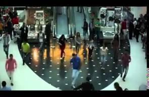 سوريين يبهرون الناس بالرقص السوري في هايبر مول القاهرة