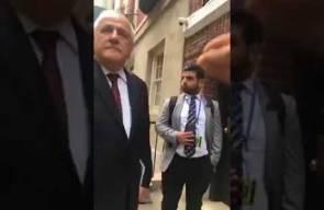السفير رياض منصور يتحدث في نيويورك الى متظاهرين يطالبون برفع العقوبات عن غزة
