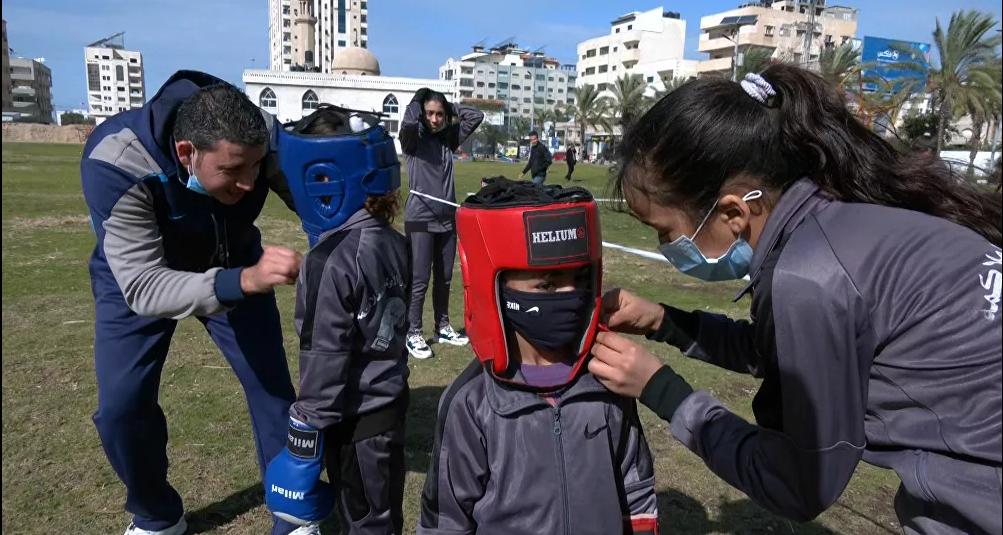 فتيات من غزة يقتحمن رياضة الملاكمة3