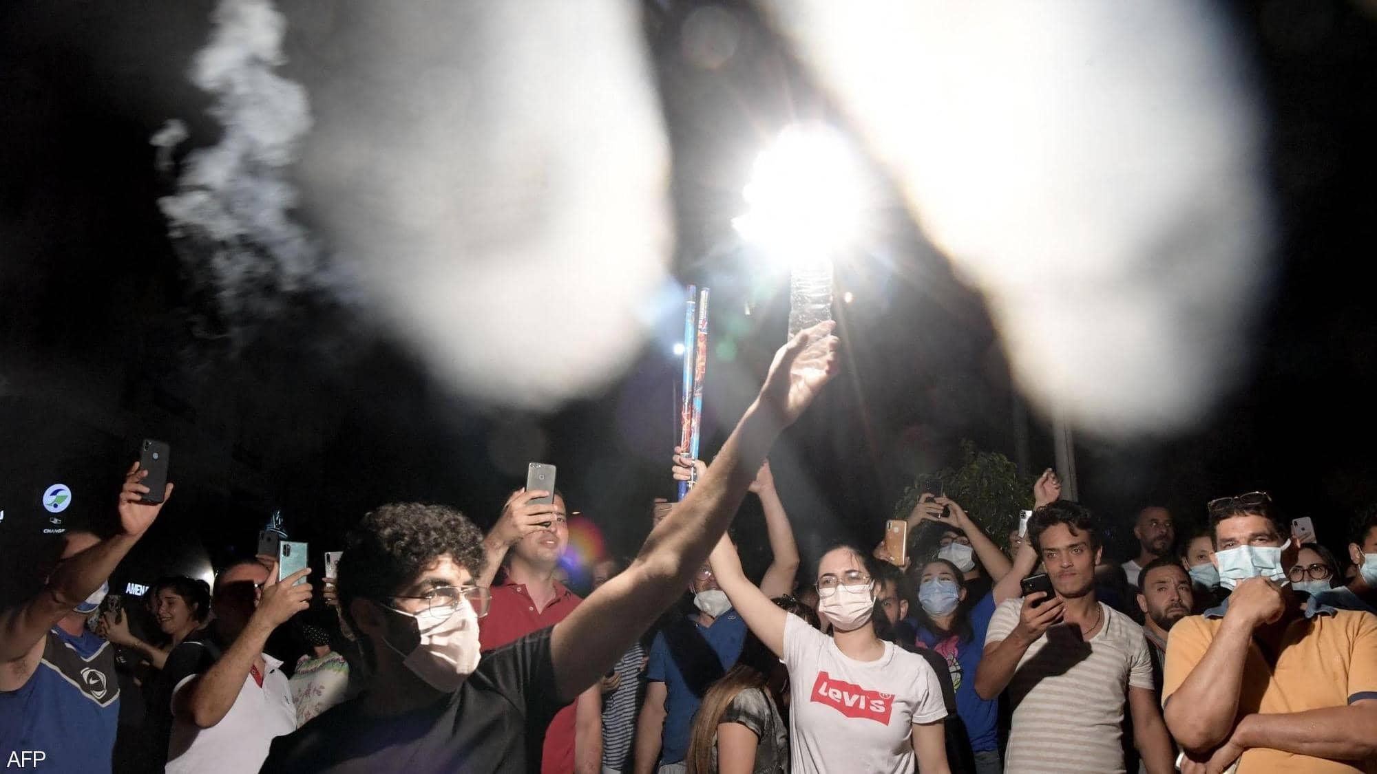 جانب من الاحتفالات في المدن التونسية بالقرارات الرئاسية