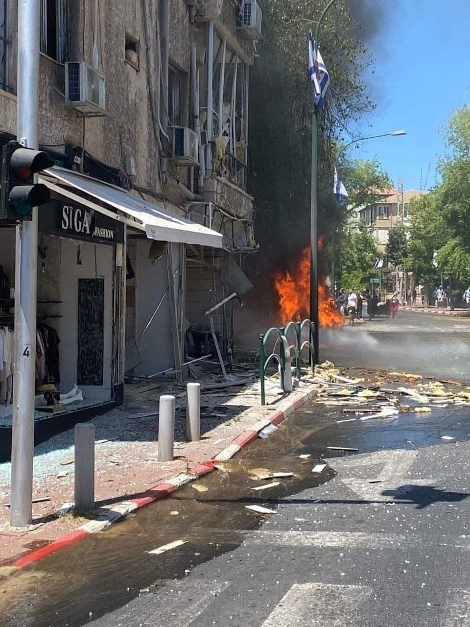 آثار قصف المقاومة على منطقة رمات غان في تل أبيب