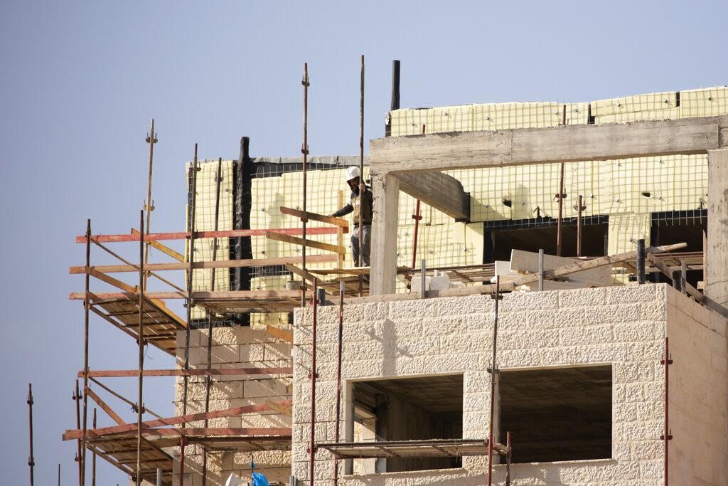 """تسارع البناء الاستيطاني في """"إفرات"""" (أ ب)"""