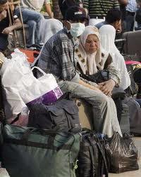 عودة المواطنين العالقين في مطار القاهرة إلى قطاع غزة - سما الإخبارية