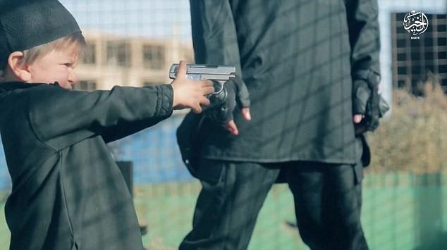 بالصور هذا هو اصغر داعشي في العالم وهذه عمليته الاولى !!!  بالصور هذا هو اصغر داعشي في العالم وهذه عمليته الاولى !!!  بالصور هذا هو اصغر داعشي في العالم وهذه عمليته الاولى !!!