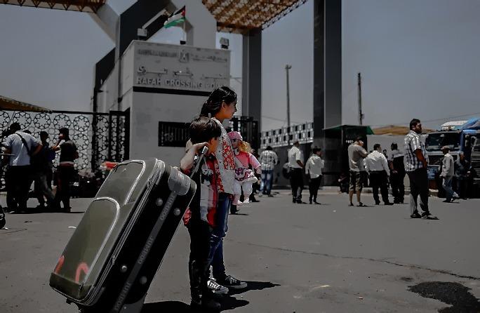 الداخلية بغزة تعلن آلية السفر عبر معبر رفح يوم غدٍ الثلاثاء - سما الإخبارية