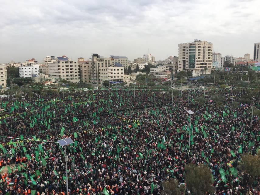 بالصور : مئات الآلاف يشاركون بمهرجان انطلاقة حماس في غزة