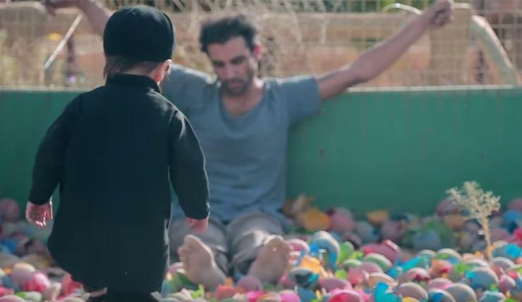 بالصور هذا هو اصغر داعشي في العالم وهذه عمليته الاولى !!!